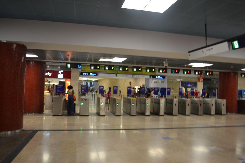 Porți metrou Lisabona stația Aeroporto