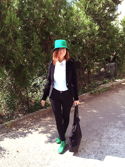 outfit casual cu palarie verde