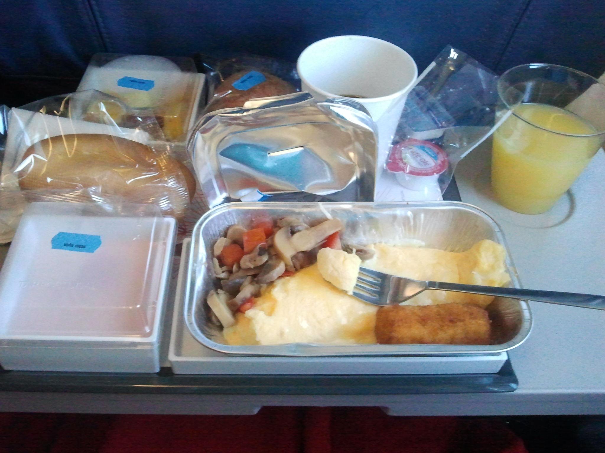 Mic dejun avion TAP Portugal