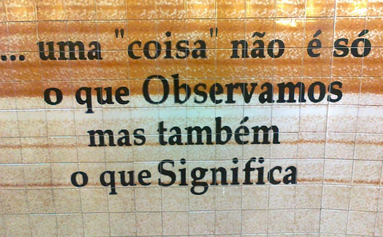 Faianță azulejos în stația de metrou Oliveiras, Lisboa