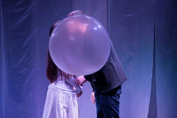 menajeria de sticla la point - sarutul dintre Jim si Laura