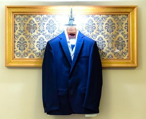 costumul de mire al lui Clau