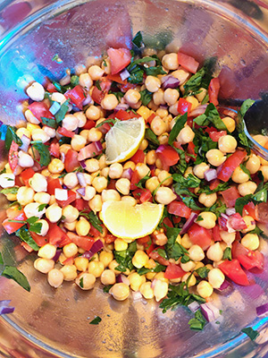 salată cu năut și pătrunjel