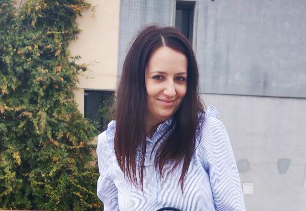cum arată părul meu vopsit cu nuanța Ciocolată de vopsea de păr semipermanentă L'Oréal Paris Casting Crème Gloss